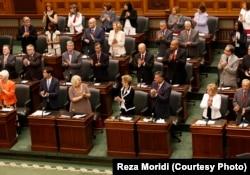 در یکی از نشستهای پارلمان انتاریو در ژوئیه ۲۰۱۴