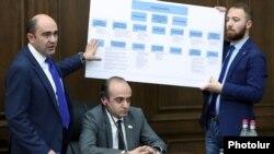 Armenia - Bright Armenia Party leader Edmon Marukian (L) presents a bill envisaging curbs on the prime minister's powers, Yerevan, March 27, 2019.