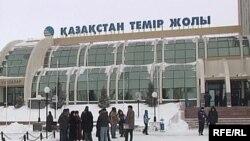 Астана теміржол вокзалы. (Көрнекі сурет).
