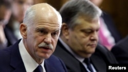 Greek Prime Minister George Papandreou (left) at an urgent cabinet meeting with Finance Minister Evangelos Venizelos in Athens on November 3