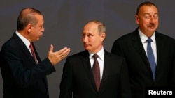 Recep Tayyip Erdoğan (solda), Vladimir Putin və İlham Əliyev. 2016-cı il, oktyabr, İstanbul
