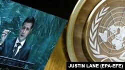 Президент України Володимир Зеленський тримає кулю під час виступу на сесії Генеральної асамблеї ООН. Нью-Йорк, 25 вересня 2019 року