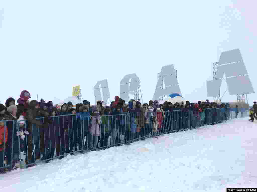 Spectators, including children, braved temperatures as low as minus 23 degrees Celsius.