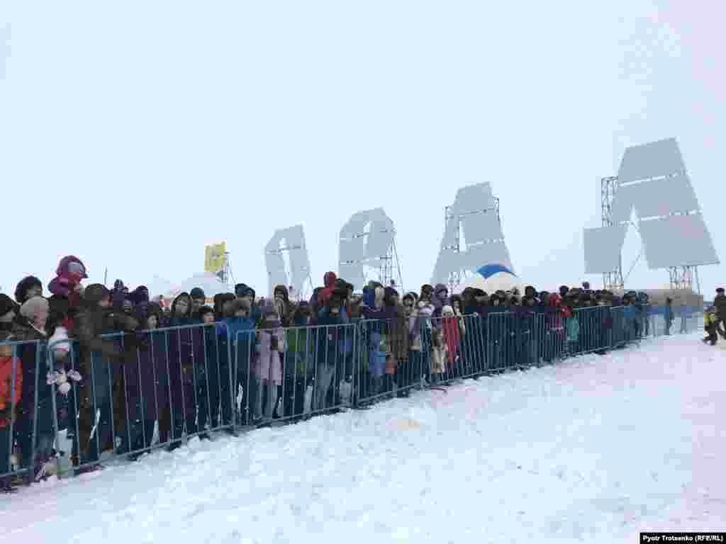 Spectators, including children, braved temperatures as low as minus 23 degrees Celsius.