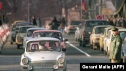 Східно-німецькі «трабанти» їдуть до Західної Німеччини. Листопад 1989 року
