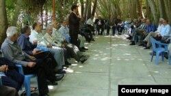 گزارش رسانهها از ایران حاکی از افزایش نارضایتی بازنشستگان صنوف مختلف از وضعیت رفاهی و معیشتیشان در سالهای اخیر است.