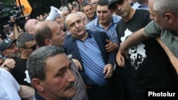 Armenia - Samvel Babayan, a retired army general, is greeted by supporters in Yerevan after being released from prison, 15 June 2018.
