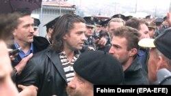 Командир армии боснийских мусульман в Сребренице Насер Орич (в центре).