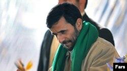 نمایندگان مجلس برای استیضاح رییس جمهوری اسلامی، امضا جمع می کنند.