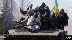 Українські військові залишають Дебальцеве, 18 лютого 2015 року