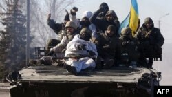 Українські військовослужбовці після відступу з Дебальцева. 18 лютого 2015 року