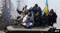 Украинские военные покидают Дебальцево, 18 февраля 2015