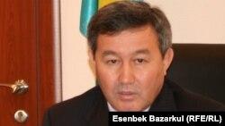Әмірхан Аманбаевтың әділет министрінің орынбасары болған кездегі суреті. 2010 жылдың қарашасы.