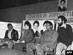 Три американских заложника под охраной. Тегеран, 1979 год