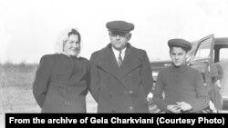 Гела Чарквиани с родителями