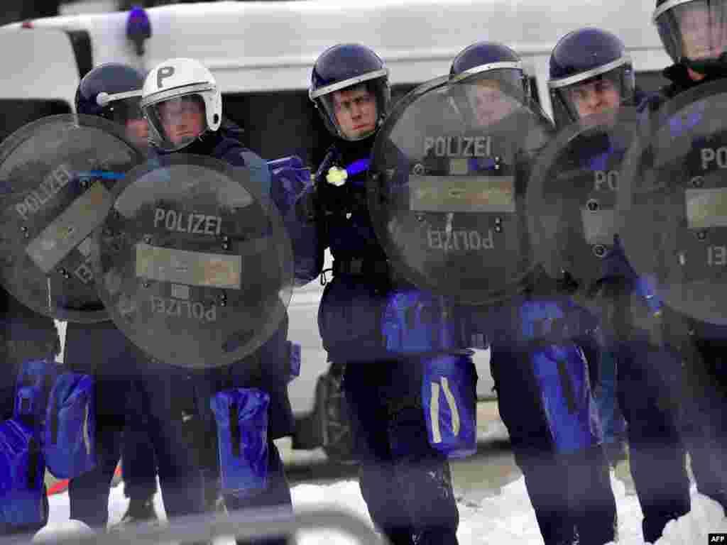 Швэйцарыя: падчас дэманстрацыі пратэсту супраць Сусьветнага эканамічнага форуму ў Давосе.