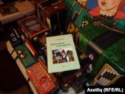Фоат Кәримовның гармуннары һәм китабы