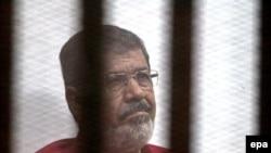 Экс-президент Египта Мохаммед Мурси в суде. Декабрь, 2015 год.