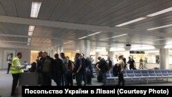 Українські моряки у Бейрутському міжнародному аеропорті імені Рафіка Харірі. Фото надане Посольством України в Лівані