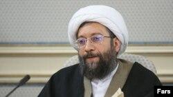 صادق لاریجانی میگوید در ایران افراد به دلیل فعالیت علیه امنیت ملی و اقدام مسلحانه مجازات سنگین میشوند.
