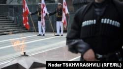 По мнению представителей нынешних властей, правительство Саакашвили, к сожалению, не сумело избежать военных действий и стало жертвой провокации из-за своей авантюристской политики