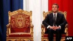 За даними західних агенцій, Емманюель Макрон прийме Володимира Путіна у Версалі біля Парижа