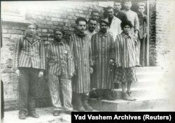 Prizonieri după eliberarea din Auschwitz