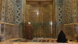 پس از نزدیک به یک ماه از شیوع ویروس کرونا در ایران، متولیان اماکن مذهبی مجبور به بستن این مراکز شدند