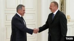 Міністр оборони Росії Сергій Шойгу і президент Азербайджану Ільгам Алієв
