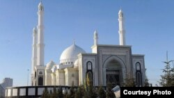 The Khazrat Sultan Mosque in central Astana can hold up to 5,000 worshipers.