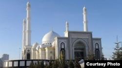 Qazaxıstanın ən iri məscidi - Həzrət Sultan