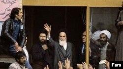 ۲۸ سال پيش آيت الله خمينی در مدرسه علوی از تشکيل شورای انقلاب خبر داد و دولت شاپور بختيار را غيرقانونی اعلام کرد