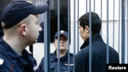 Айыпталгандардын бири Аброр Азимов кармалгандан кийин, 18-апрель, 2017-жыл.