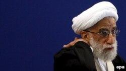 Аятолла Ахмад Джанати, председатель Наблюдательного cовета, выступает перед пятничной молитвой. Тегеран, 9 марта 2007 года.