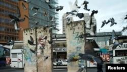 Залишки муру на Потстдамській площі у Берліні, листопад 2019 року