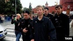 Задержание одного из участников московской акции
