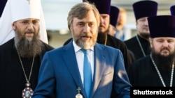 Вадим Новинський (с) відомий своєю підтримкою УПЦ (Московського патріархату)