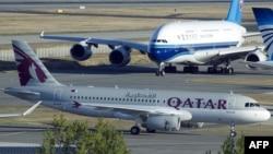 شرکت هواپیمایی قطر از جمله خطوطی است که یک مقام مسوول گفته از مسافران ایرانی به خاطر لغو پرواز به آمریکا جریمه میگیرد.