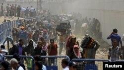 Refugjatët nga Siria duke hyrë në vendkalimin kufitar Akcakale në Turqi