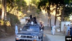 Pakistani Taliban in the northwestern Buner district (file photo).