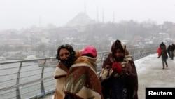 Сірыйскія ўцекачы ў Стамбуле ў лютым 2015 году