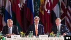 Сергей Лавров, Джон Керри и Стаффан де Мистура перед началом встречи Международной встречи по Сирии в Вене.