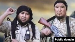 Скриншот видеообращения «Послание от сердца в земли Казахстана». Справа - выходец из Южно-Казахстанской области Марат Мауленов.