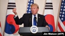 Американскиот претседател Доналд Трамп во Јужна Кореја