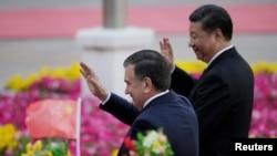 Главы Узбекистана и КНР Шавкат Мирзияев (слева) и Си Цзиньпин.