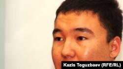 «Stan.TV» ақпараттық бейнепорталының тілшісі Шернияз Шағатай. Алматы, 20 қыркүйек 2011 жыл.