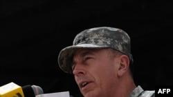 გენერალი დევიდ პეტრეუსი, ავღანეთში აშშ-ისა და ნატოს ჯარების სარდალი