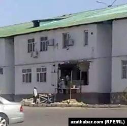 Здание пострадавшее в результате взрыва на Магистральной улице, Ашхабад, 24 июля, 2019