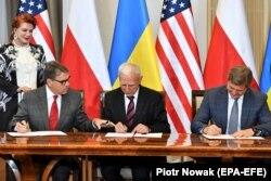 Подписание меморандума о сотрудничестве Украины, США и Польши в сфере энергетики. Варшава, 31 августа 2019 года