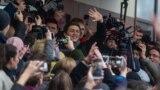 Егор Жуков выходит из здания суда